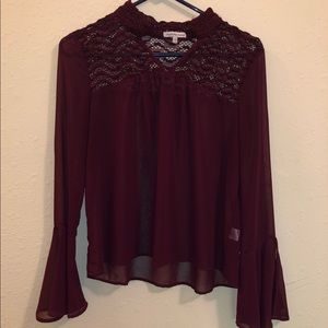 Faux collar shirt with flowy sleeve